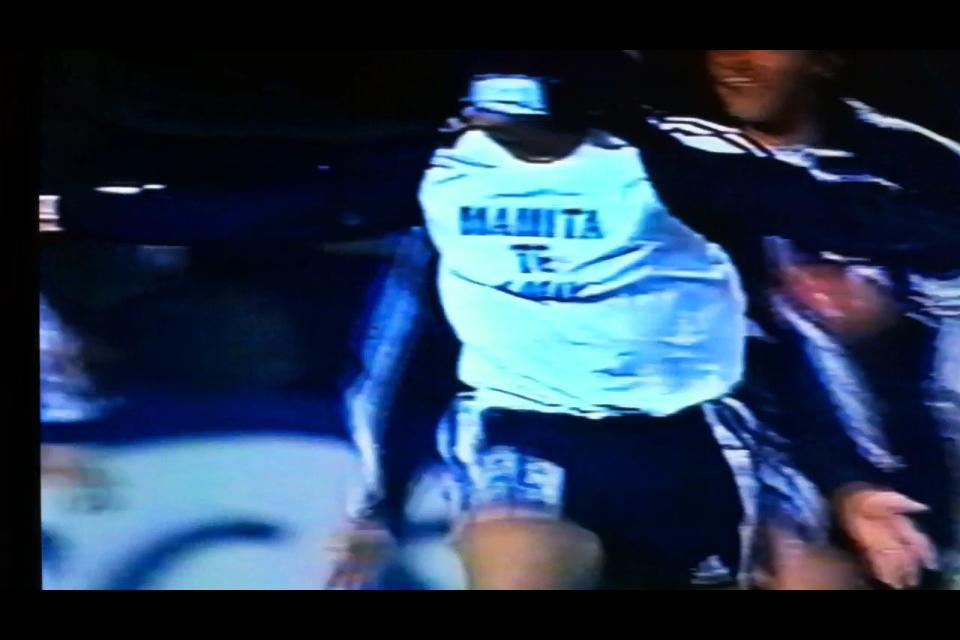 """El 12 de agosto del 2000, sin duda quedó marcado a fuego en Héctor """"Galleta"""" Suazo. La alegría de celebrar con la camiseta azul y la tristeza de perder a quien más amaba, se mezclaron e hicieron que esa jornada en Osorno fuera inolvidable."""